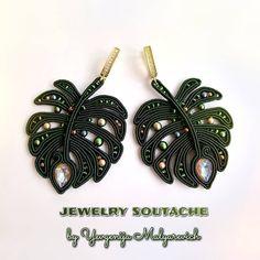 За окном желтеют листья🍁, чувствуется дыхание осени🍂 Хотя в наших краях осень наступит ещё не скоро, в октябре. Поэтому продолжаем… Shibori, Tiny Stud Earrings, Diy Earrings, Polymer Clay Charms, Polymer Clay Earrings, Bead Embroidery Jewelry, Beaded Jewelry, Handmade Necklaces, Handmade Jewelry