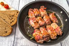 Ficat de pui invelit in bacon! Gata in 5 pasi Food Dishes, Main Dishes, Food Food, Hungarian Recipes, Hungarian Food, Just Eat It, Tandoori Chicken, Shrimp, Bacon