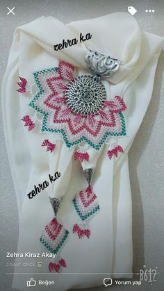 This post was discovered by Ba Needle Lace, Needlework, Diy And Crafts, Model, Crocheted Flowers, Necklaces, Lace, Embroidery, Cases