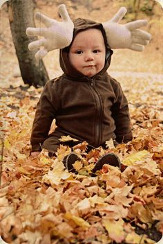 This super-enthused moose. | 37 Cheap And Easy Sweatsuit Halloween Costumes