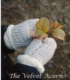 Ravelry: Lyla Hat/Mitt Set pattern by Heidi May Heidi May, Velvet Acorn, Crochet Mittens, Knit Crochet, Crochet Pattern, Knitted Hats Kids, Super Bulky Yarn, Pattern Design, Knitting Patterns