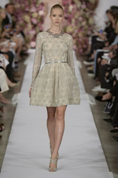 Oscar de la Renta Spring 2015 - With sleeves!!!