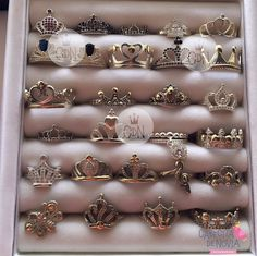 Quite the collection of rings Cute Rings, Pretty Rings, Beautiful Rings, Cute Jewelry, Jewelry Rings, Jewelry Accessories, Pinterest Jewelry, Tiara Ring, Accesorios Casual