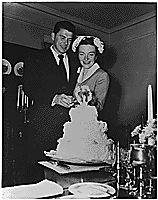 Photograph of Newlyweds Ronald Reagan and Nancy Reagan cutting their wedding cake, 03/04/1952 - 03/04/1952