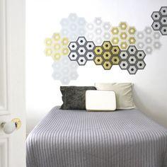 DOMINO N°9 IMPRIMÉ À LA PLANCHE Domino de papier peint modulable, de forme hexagonale. Impression manuelle à la planche. Fabrication française 115€