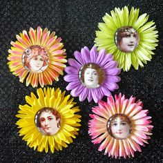 Craft this Flower Pin with vintage images, glass marbles and silk flowers! Here are free instructions, vintage images and templates to download.