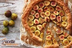 Una ricetta semplice e veloce a base di fichi pasta sfoglia e pochi altri ingredienti per una torta adatta a tutte le occasioni.