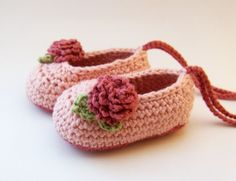 OMG I need to make these, as soon as I buy another tiny crochet hook and finish Elise's  leg warmers since the black hole in this house is eating stuff!