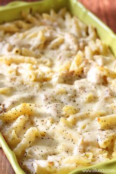 Chicken Alfredo Pasta Bake A delicious and simple casserole version of the dish every family loves - Cheesy Chicken Alfredo Casserole! Pasta, chicken, lots of cheese, and yummy seasonings make this pasta casserole a hit! Alfredo Pasta Bake, Chicken Alfredo Casserole, Fettucine Alfredo, Pasta Casserole, Casserole Recipes, Pasta Recipes, Chicken Recipes, Dinner Recipes, Cooking Recipes