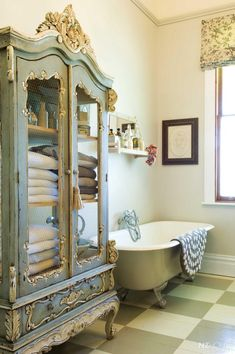 Check Out 25 Lovely Shabby Chic Bathroom Design Ideas. Shabby chic bathrooms are so cute that when you see them, you just can't get enough! Shabby Chic Design, Shabby Chic Homes, Shabby Chic Style, Shabby Chic Storage, Chabby Chic, Shabby Chic Display Cabinet, Vintage Storage, Parisian Style, Muebles Shabby Chic