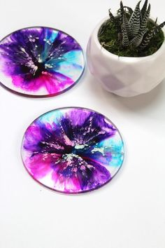 Resin and alcohol ink coasters. Free tutorial Art Resin and alcohol ink coasters. Alcohol Ink Crafts, Alcohol Ink Painting, Alcohol Ink Art, Diy Resin Crafts, Diy Crafts To Sell, Crafts For Kids, Recycled Crafts, Jar Crafts, Wood Crafts