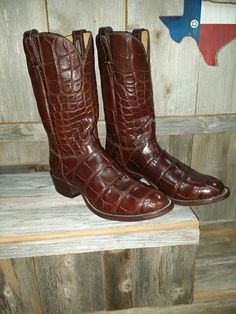 Alagotor boots with a Belt to match. I finished last night. Crocodiles, Cowboy And Cowgirl, Cool Boots, Western Boots, Four Square, Young Men, Belt, Purses, Leather
