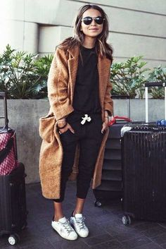 Fall Travel Outfit Ideas From Girls Who Are Always on the Go ★ Looks Street Style, Looks Style, Looks Cool, Br Style, Style Men, Fashion Mode, Look Fashion, Winter Fashion, Fashion Styles