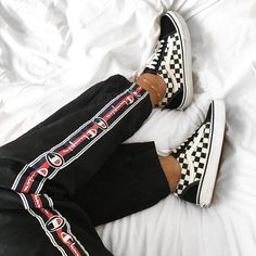 Vans Unisex Old Skool Classic Skate Shoes Sneaker Outfits, New Outfits, Casual Outfits, Cute Outfits, Sneakers Mode, Sneakers Fashion, Women's Sneakers, Skate Shoes, Vans Shoes