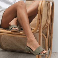 The MIYO Mule by St Agni is the epitome of minimal elegance in a slip on. Features a suede top, lining and heel. Pretty Shoes, Cute Shoes, Me Too Shoes, Look Fashion, Fashion Shoes, Fashion Belts, Womens Fashion, Easy Style, Beige Outfit