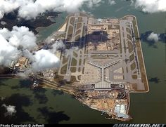 A clear birdview of Hongkong Airport.I'm on descending to Macau airport in the morning. Enjoy it!:) [Nikon D70]