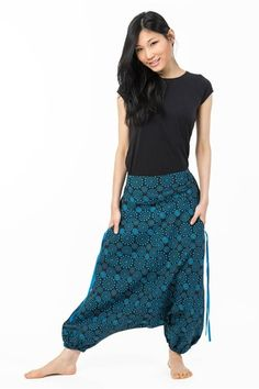 Snygg haremsbyxa med häftig blå-svart mönster!