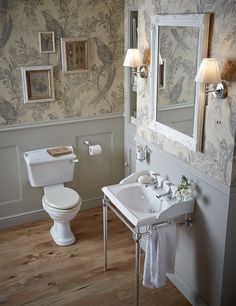 Washstands are back for an elegant look in the bathroom this Dorchester washstand by Heritage bathrooms is a real classic #chromewashstand #washstand #periodbathroomdesign #classicbathroom #traditionalcloakroom