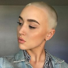 Undercut Hairstyles, Pixie Hairstyles, Cool Hairstyles, Super Short Hair, Short Hair Cuts, Pixie Styles, Short Hair Styles, Buzz Cut Women, Buzz Cuts
