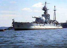 HMS Roberts was a British Royal Navy Roberts-class monitor of the Second World War. Gun Turret, Capital Ship, Naval History, Narrowboat, Navy Ships, Monitor, Model Ships, Royal Navy, Battleship