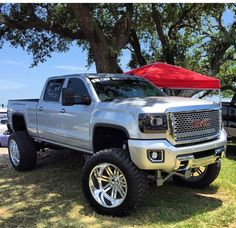 Off-road oriented pickups are popular and GMC knows this. The American carmaker can now boast of having the in the Canyon lineup. The GMC Canyon is Gmc Trucks, Lifted Chevy Trucks, Jeep Truck, Diesel Trucks, Cool Trucks, Pickup Trucks, Chevy 4x4, Chevy Silverado, Lifted Duramax
