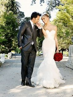 #BodadeEnsueño Love Me Forever, Mermaid Wedding, Handsome, Singer, Wedding Dresses, Fashion, Dream Wedding, Bride Gowns, Wedding Gowns