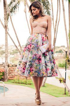 Thassia Naves arrasando com esse vestido com o comprimento midi! In love