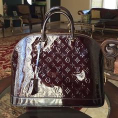 Louis Vuitton alma vernis It's in great condition!!!! Just some scratches please lmk if u want to see pics of that! Also comes with dust bag, lv lock and keys Louis Vuitton Bags