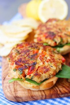Must try for summer! Crab Cake Sliders with Spicy Mayo