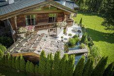 Landhaus Blaufeld aus der Vogelperspektive - wundervoller Garten Alpine Chalet, Villa, Felder, Real Estate Companies, Modern Interior, Entrance, Cabin, Country, House Styles