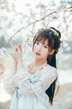Chinese Traditional Costume, Traditional Fashion, Traditional Dresses, Tumbr Girl, Japonese Girl, Cute Kawaii Girl, Cute Japanese Girl, China Girl, Cute Asian Girls