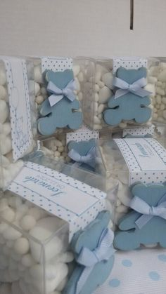 Cubi trasparenti pieni di confetti e zuccherini. Battesimo tema Teddy Cloud Baby Shower Theme, Baby Boy Shower, Baby Favors, Baptism Favors, Creative Baby Gifts, Cheap Baby Shower Gifts, Crate Crafts, Baby Deco, Baby Box