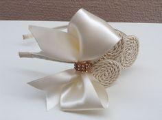 Tiara caracol com laço, lindissíma e elegante, cor nude com laço de fita