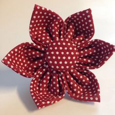 White pin dots on a red background. Choose a flower or bow tie to decorate your hair or to accessorize a dog or cat collar/harness. Fabric Flower Pins, Fabric Flower Brooch, Fabric Flower Tutorial, Fabric Ribbon, Bow Tutorial, Ribbon Crafts, Flower Crafts, Fabric Crafts, Sewing Crafts