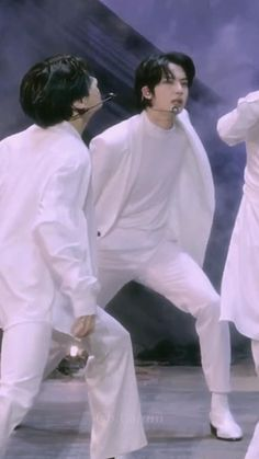 Foto Bts, Bts Photo, Bts Taehyung, Bts Bangtan Boy, Bts Jimin, Seokjin, V And Jin, J Hope Dance, Die Beatles