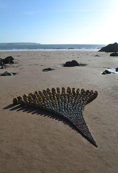 Pembrokeshire based Land artist Jon Foreman creates works in mostly natural material. Environmental Sculpture, Ephemeral Art, Rock Sculpture, Triangle Art, Organic Art, Rock Design, Outdoor Art, Fantastic Art, Land Art