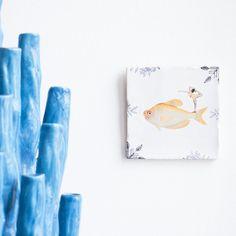 Perfect in balans - Boer Staphorst | #storytiles #tegeltje #kunst #design #vis #balans #blauw Bekijk meer ophttps://www.boer-staphorst.nl/kunst-storytiles