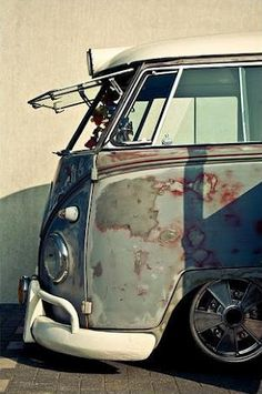 original paint? #Vwbus safari splitty re-pinned by http://www.wfpblogs.com/category/a-perfect-gentleman/