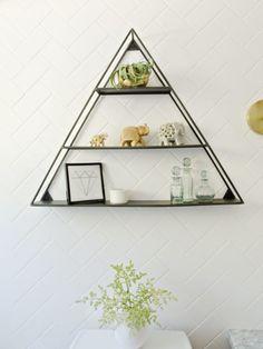 Oryginalna trójkątna półka w łazience - Lovingit.pl