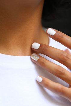 20 Stylish Nail Trends To Try in 2020 20 Stylish Nail Trends To Try in 2019 – The Trend Spotter Related French Fade With Nude And White Ombre Acrylic Nails Coffin NailsBest. Nagellack Design, Nagellack Trends, White Acrylic Nails, White Nails, White Manicure, Metallic Nails, White Chrome Nails, Stylish Nails, Trendy Nails