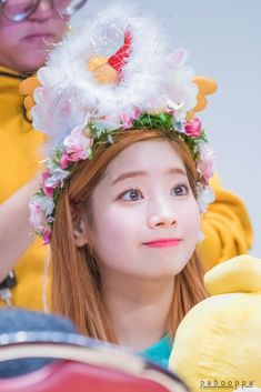 Dahyun she looks so young in this picture like if I draw her people will think she is a child if they look at my drawing