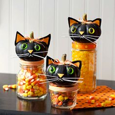 Black Cat Candy Jars for Halloween! Use upcycled jars, ribbon, craft glue, and other embellishments to make your own DIY candy jars for Halloween. Retro Halloween, Spooky Halloween, Dulceros Halloween, Holidays Halloween, Halloween Treats, Halloween Pumpkins, Halloween Decorations, Halloween Costumes, Samhain