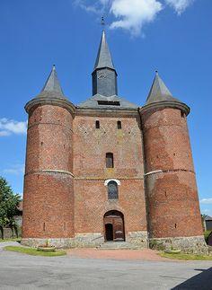 Eglise Notre-Dame (église fortifiée) .Plomion (Aisne - Thiérache) - Picardie