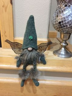 Christmas Gnome Ornaments - A Quick, Adorable Craft Christmas Gnome, Christmas Projects, Holiday Crafts, Felt Crafts, Crafts To Make, Diy Crafts, Scandinavian Gnomes, Scandinavian Kitchen, Christmas Decorations