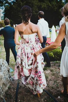 Gorgeous floral wedding dress perfect for the offbeat bride! Dresses Uk, Pretty Dresses, Bridal Dresses, Bridesmaid Dresses, Floral Bridesmaids, Bridal Veils, Amazing Dresses, Floral Wedding Gown, White Wedding Gowns