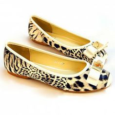 Fashion Bow and Leopard Print Design Flat Shoes For Women Pretty Shoes, Cute Shoes, Flat Shoes, Slip On Shoes, Leopard Flats, Sammy Dress, Toe Shape, Womens Flats, Print Design