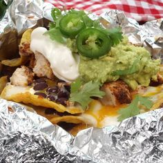 Foil Packet BBQ Chicken Nachos Crunchy tortilla chips covered in melted cheese, bbq chicken, beans a Bbq Nachos, Bbq Chicken Nachos, Grilled Bbq Chicken, Barbecue Chicken, Tacos, Foil Packet Dinners, Foil Pack Meals, Grilling Recipes, Cooking Recipes