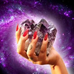Amethyst quartz clusters amplify the soothing purple ray of the divine  light spectrum that enables mankind to calm the conscious mind so that  wisdom and guidance of the intuitive self can surface. Amethyst, along with  citrine, rose, smokey, and clear quartz crystals form the foundation of  cr