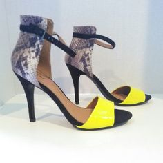 """Aveiro Just Fab sz 8.5m shoes Shoe Details Sz 8.5 m  Approx. Heel Height: 4 1/2""""Approx. Platform Height: N/ARuns True To SizeSynthetic UpperMan Made Sole Imported  A few scuffs pls see photos sold as is JustFab Shoes Heels"""