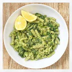 Pea and Spinach Pesto Pasta | Deliciously Ella